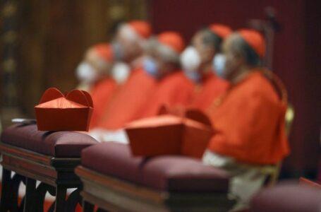 El papa recorta salarios para clérigos y monjas de Roma
