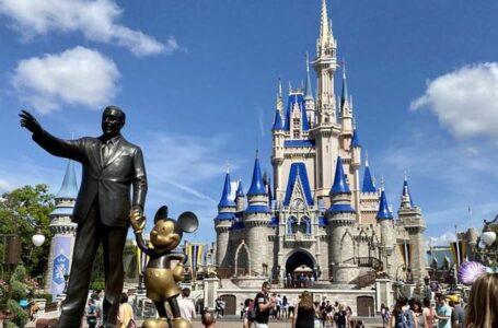 California aprueba reabrir estadios y Disneylandia