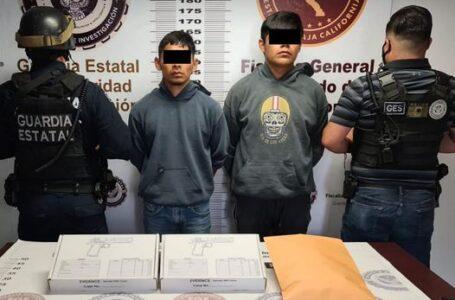 Agentes de la FGE arrestaron a par de sujetos con armas de fuego y droga