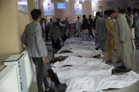 Bomba mata a 30 en Afganistán; muchas de ellas jovencitas