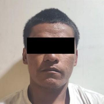 Detienen a hombre que estrelló parabrisas en línea para cruzar a EU
