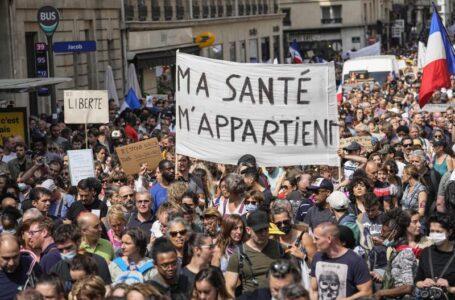 Protestas en Francia contra vacunaciones de coronavirus