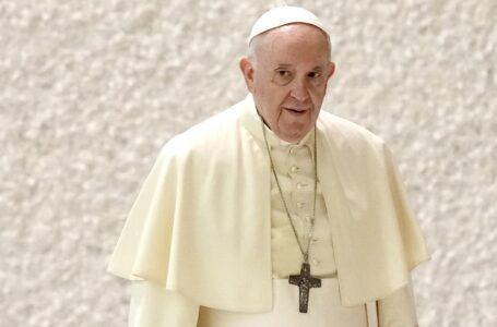 Papa exhorta a obispos a escuchar a las víctimas de abusos