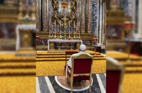 Papa Francisco reza en Santa María la Mayor tras viaje a Budapest y Eslovaquia
